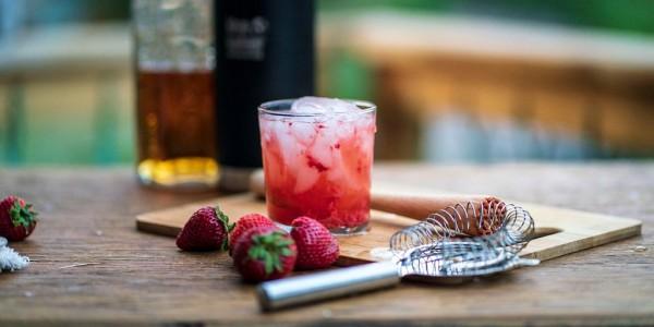 Erdbeer-Limonaden-Whiskey-Cocktail